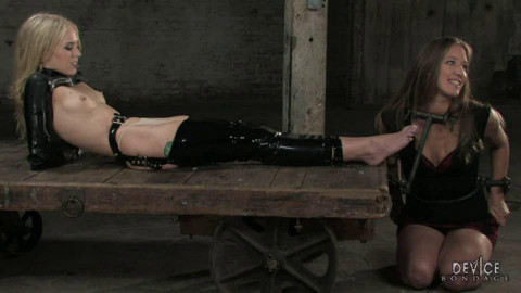 Rough tying, torment, spanking and strappado for 2 hawt models (part FIRST