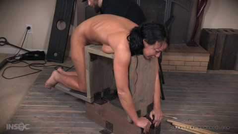 Dominate Weekend With Best Slave London River