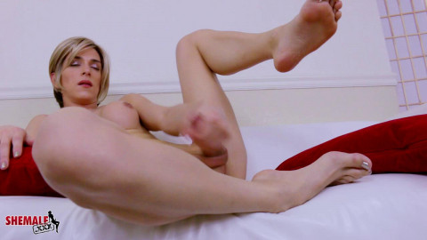 Nina Lawless - Delicious Nina Lawless Works Out! (12 Jan 2015)