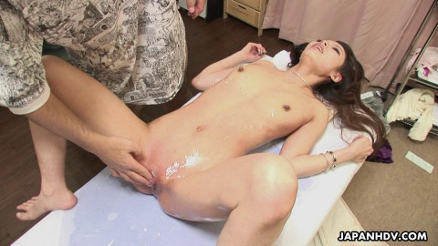 Rina hazuki went to a muff hair removal treatment for the 1st time