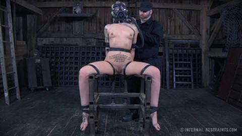 BDSM with Elizabeth Thorn & Delirious Hunter
