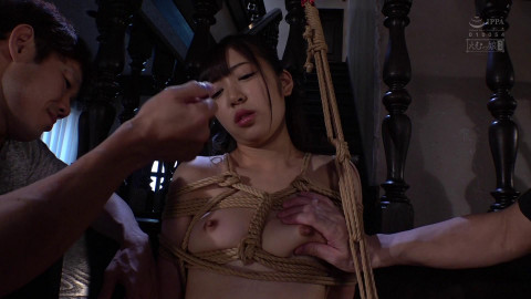 Jap angels gives sexy oral-job