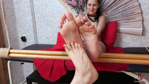 HD Bdsm Sex Videos Tickling with toes offbeat tickle