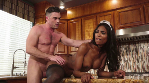 Perfect Ebony Tranny Enjoys Deep Anal