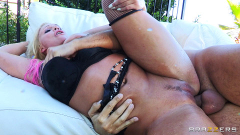 He Gives Her Some Pounding Shes Been Waiting For