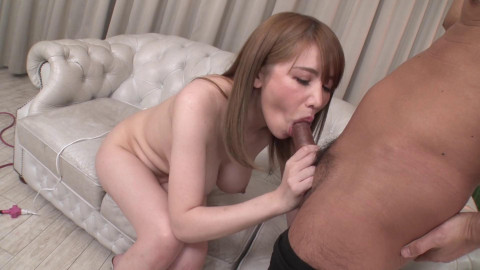 She likes to have sex with chaps who obsessed with her body
