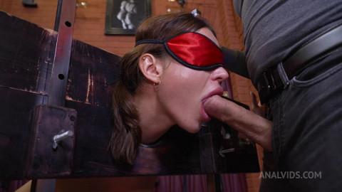 Deep and rough entrance to Maryanas Anal!