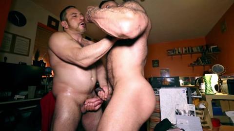 RoganRichards Gorilla Vs Bull Muscle Worship