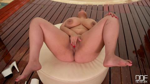 Milf Shakes Massive Titties