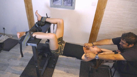 HD Bdsm Sex Videos The Insanely Ticklish  Cant Stand To Have Her Feet Licked