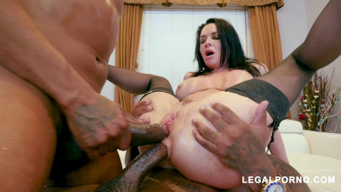 Black Robbers Invade Veronica Avluv 's Ass and Pussy