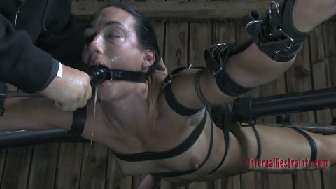 Infernal Restraints - 2010-09-10 - Wenona