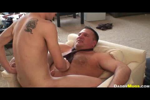 Daddy Mugs fucks Andy Kay