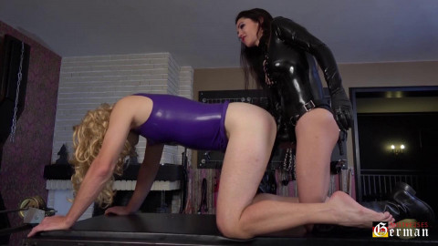 Mistress Susi copulates her rubberd Sissy Slut