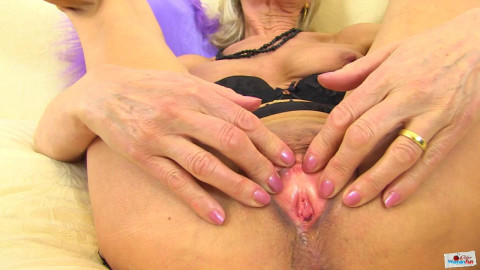 Horny mature elena masturbates at bed hard