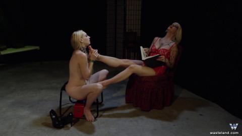 Delirious Worships Dominatrix-bitch Starla