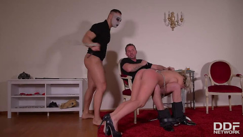 Raw tying, spanking and domination for hawt in natures garb wench
