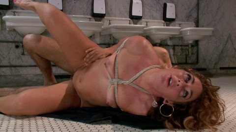 Savannah Fox Bathroom Squirter (2014)