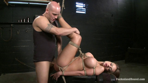 Craving to Submit(Derrick Pierce, Nika Noire)