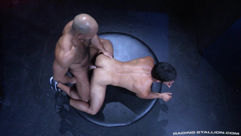Stretches tight holes