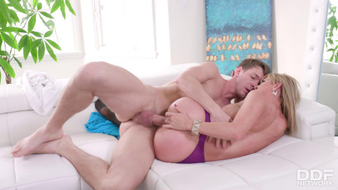 Cherie Deville - Squirting Milf Fucked Balls Deep FullHD 1080p