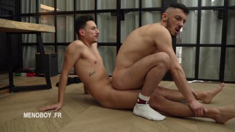 Juan Florian acquires a beating from Etalon
