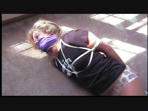 Dakkota michi fan receives ropes and t-shirts