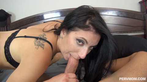 Alyssa Jade - Taking Sexy Pics Of My Stepmom