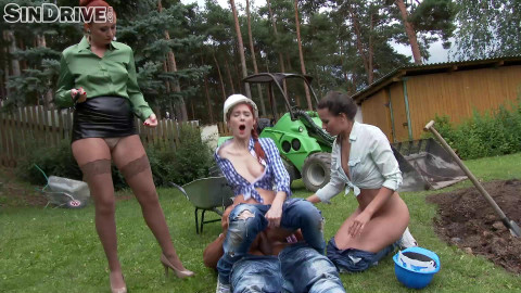 Yenna, Kate Gold, Isabella Livi-Swap This Piss , Share This Cock