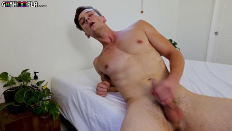GayHoopla - Roman Austin Strokes His Soul Out! 1080p