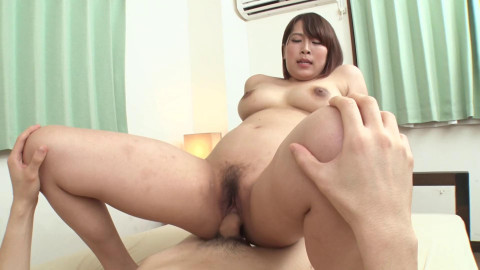 A Horny Pussy New Employee Loves Queening With Smile