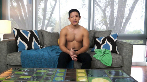 Watch Cooper Dang play with his slutty aperture