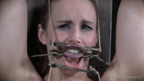 Hard tying, spanking and castigation for very hawt model Full HD 1080p
