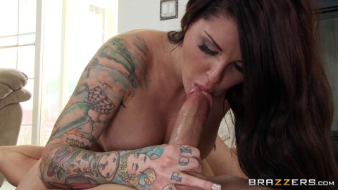 Guy Seduces A Naughty Girl With Tattoos