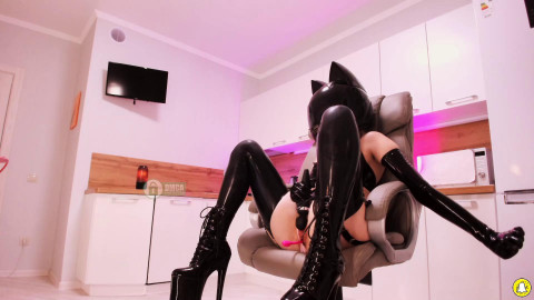 Chaturbate (2020 Apr 22) Bronnica - Latex Camshow Session
