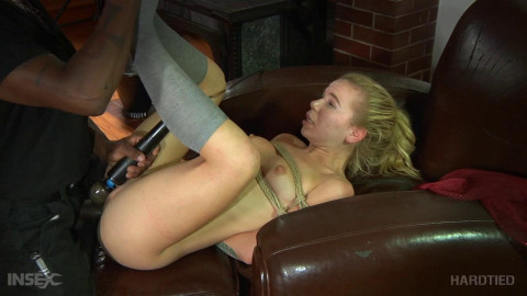 Outdoor restraint bondage for sexy Alina West