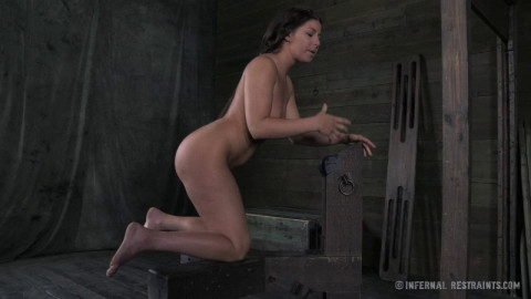 Dungeon Slave Mia Gold Punished & Fucked