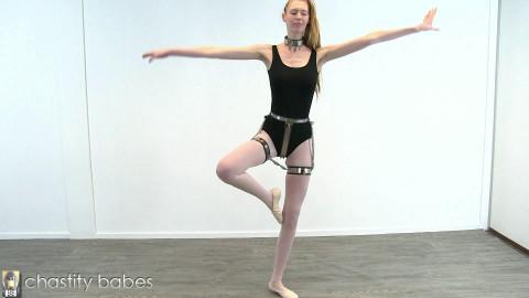 Cassie – ballet beauty in haunch bands
