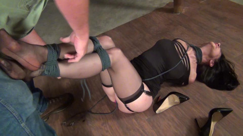Raven Eve: Tiptoes and Neck Rope