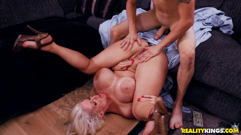 Alura Jenson - Putting Her Thickness On Display FullHD 1080p