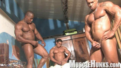 MuscleHunks - Orso Orfeo, Pablo Blades and Augusto Elia