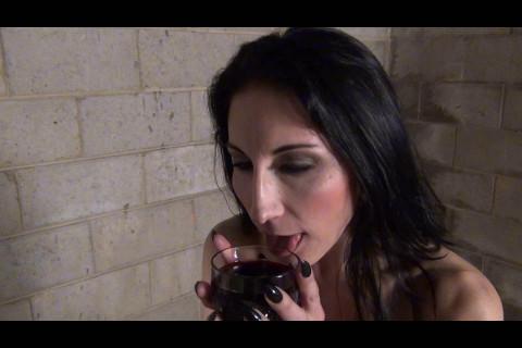 Raven Swift: Loves her Wine