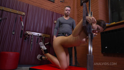 Deep and raw entrance to Maryanas Anal!