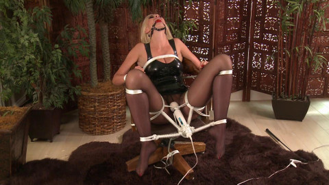 She Cant Stand It! - Gigi Allens - HD 720p