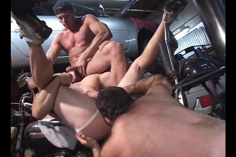 Rough Orgies With Massive Muscle Bears