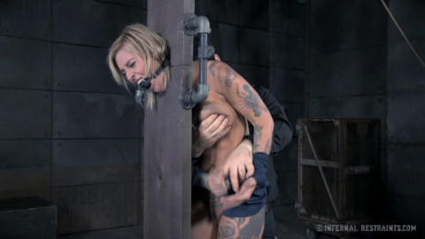 Slut Delivery (Kleio Valentien) InfernalRestraints
