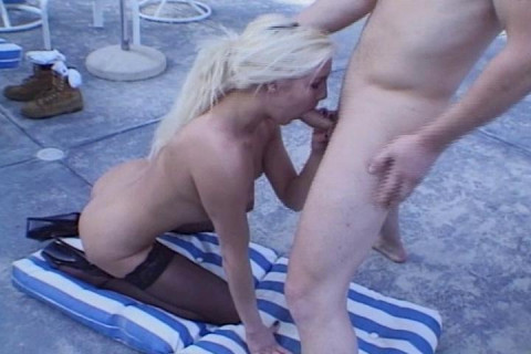 Hot Blond Linda Thoren Gets A Mouthful