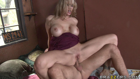Hot Lady With One Purpose - Get A Big Dick