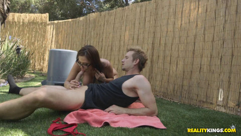 Ariella Ferrera - Backyard Banging FullHD 1080p