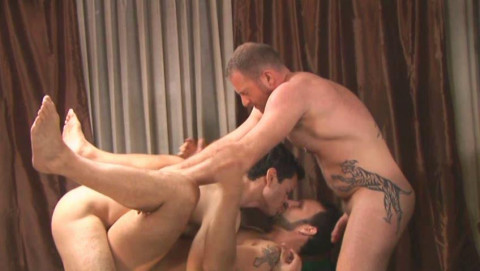 Raw Fuck & Group Sex At L.A.